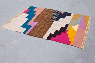 tấm thảm tua